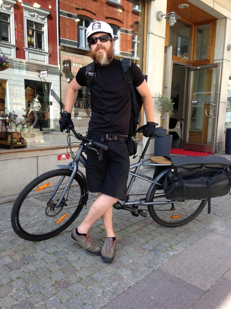 Marknaden för cykelbud var punkterad sedan flera år. Då startade Marcus Björk, 30, Budboys. – Vi utför en stor del av transporterna i Malmö som vilket åkeri som helst. Ett 50-tal uppdrag per dag, säger han.
