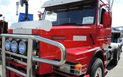 Välpolerad lastbilar för  nostalgi och beundran