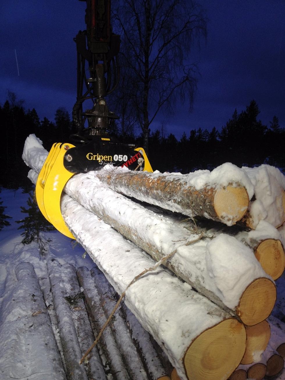 Virkesgriparsortimentet för skogstransport har kompletterats med en ny storlek mellan befintliga HSP Gripen 040 och HSP Gripen 055. Modellen har utvecklats och testats i nära sammarbete med lokala lastbilsåkare. –Vi fortsätter med framgångskonceptet att lyssna till våra slutanvändare och utveckla produkterna i den riktningen, säger Tomas Jonsson, Marknadschef vid HSP Gripen. Med 050an har vi […]