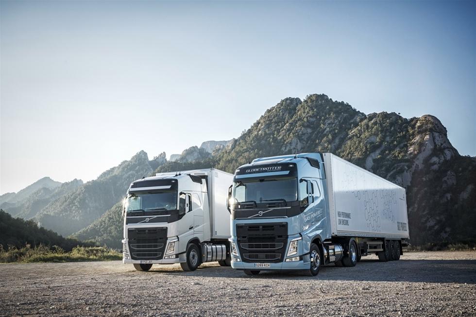 Nu handlar det om full gas framåt för Volvo Lastvagnar. Men det handlar även om ett återfall i arbetet. Orsaken kan sägas vara en kedjereaktion. Allt fler företag söker så klimatneutrala transporter som möjligt, vilket gör att åkerier vänder sig till tillverkare som Volvo med en förfrågan – som i sin tur ser en marknad. Även om den i dagsläget är mycket liten.