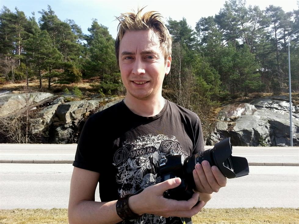 Reportern Mikael Berglund blev ögonvittne när en polsk chaufför blev innebränd på Tjörn. Efteråt fick han ett hotfullt mejl. – Mejlet lämnade jag till polisen, säger han.