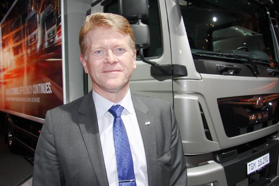 Det tog inte lång tid för Anders Nielsen att som nykokt vd för MAN Truck & Bus i Tyskland, få upp både god fart och högsta växeln. Nu visar koncernen sina nya Euro 6 fordon över hela linjen. Och målsättningen är glasklar. -Vi ska behålla vår tätposition bland de tunga tillverkarna och det ska bland annat ske med hjälp av mycket låga driftskostnader.