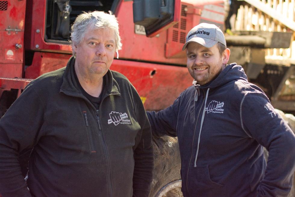 Det har varit raska steg när Fredrik Norén, Katrineholm, har byggt upp sitt skogsentreprenadföretag. Fem år efter starten 2010 hade han en skördare och tre skotare. Sedan dess har maskinparken vuxit till tio maskiner och företaget sysselsätter nu 16 personer. – Fler medarbetare och maskiner ger en ökad flexibilitet, både inom det egna företaget och gentemot kunder, tycker Fredrik Norén.