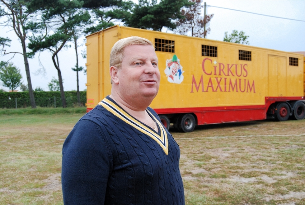 Cirkus Maximum kör med fordon som är trafikfarliga. – Det är inte bra men vi har haft problem att få dem lagade, säger Helena Schicht, turnéledare.