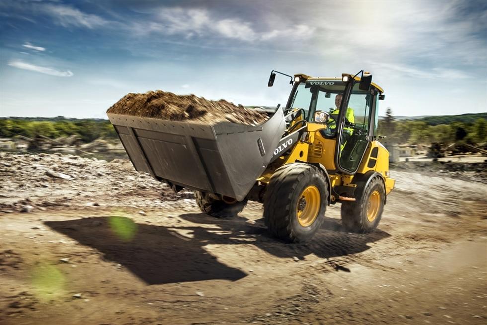 De nya kompakta hjullastarna Volvo L20H och L25H är speciellt utformade för att underlätta på jobbet, och erbjuder smarta funktioner, enastående runtomsikt och utmärkt dragkraft för effektiv prestanda.