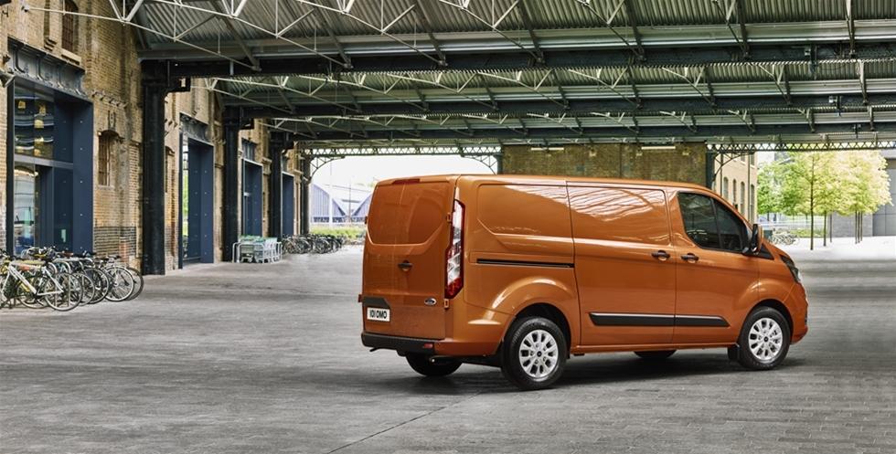 Ford är störst i Europa på transportbilar, och storsäljaren i modellprogrammet är Transit Custom. Nu lanserar Ford en ny version av storsäljaren, och på listan över nyheter står bland annat ny design, ny interiör, ökad komfort och ergonomi och avancerad teknik för att göra bilen till det optimala mobila kontoret.