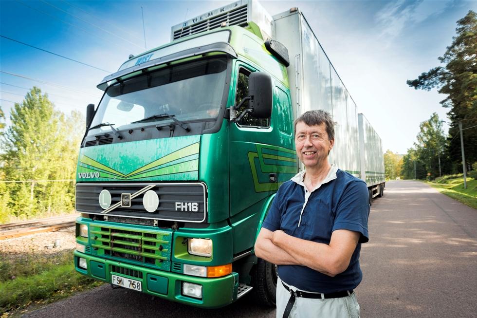 Lastbilar lever ett hårt liv i ur och skur för att troget leverera varje dag, år efter år. Volvo Lastvagnar har instiftat Volvo Trucks High Mileage Award för att hylla de Volvolastbilar som rullat längst - minst 150 000 mil.