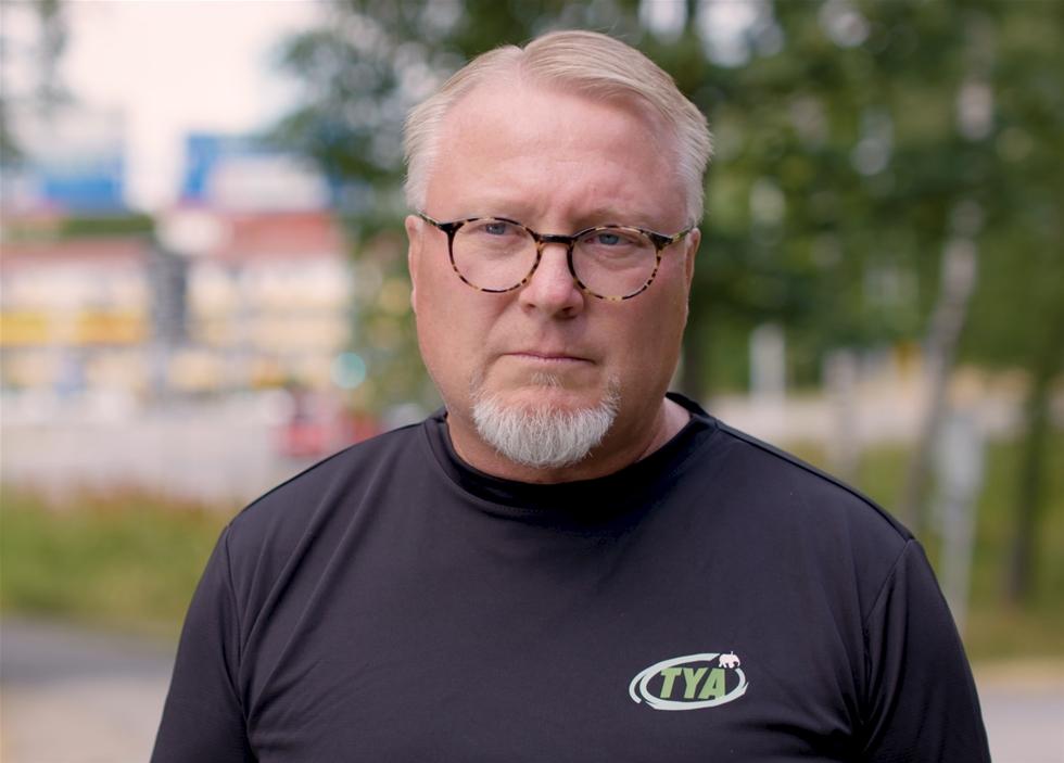 Bristen på chaufförer fortsätter att öka. – 7 000 nya lastbilsförare efterfrågas det närmaste året. 50 000 på tio års sikt. Men vad vi kan se så fylls det behovet av bara hälften så många nya förare, säger Lasse Holm, TYA, Transportfackens yrkes- och arbetsmiljönämnd.