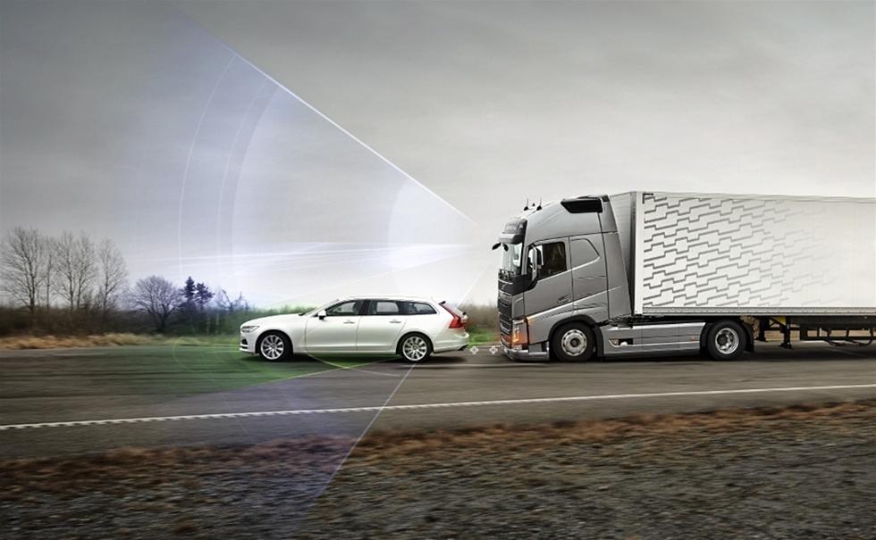 I takt med att de olika elektroniska systemen snabbt ökar säkerheten och bidrar till att antalet trafikolyckor med lastbilar minskar, så är det fortfarande ett område som verkar vara svårt att komma till rätta med. Nämligen att få alla förare att använda säkerhetsbälte. Det visar Volvo Trucks Safety Report, som nyligen presenterades.