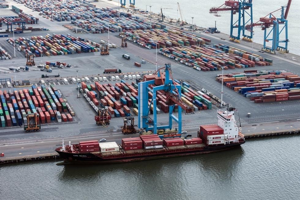 De timslånga köerna av lastbilar till Göteborgs containerhamn tycks aldrig ta slut. – Det har bara eskalerat det senaste året, säger Freddy Welle.