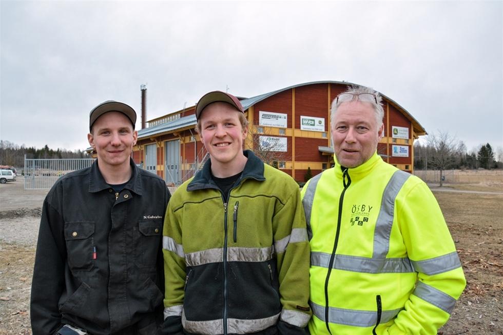 När Hampus Öberg och Niklas Gabrielsson valde naturbruksgymnasium gjorde de det med omsorg. De ville komma till en skola som tar den skogliga utbildningen på allvar och som ger möjligheter till extra maskintid. Nu har de bara ett par månader kvar Ösby Västmanlands Naturbruksgymnasium och ser fram emot att kliva ut i yrkeslivet.