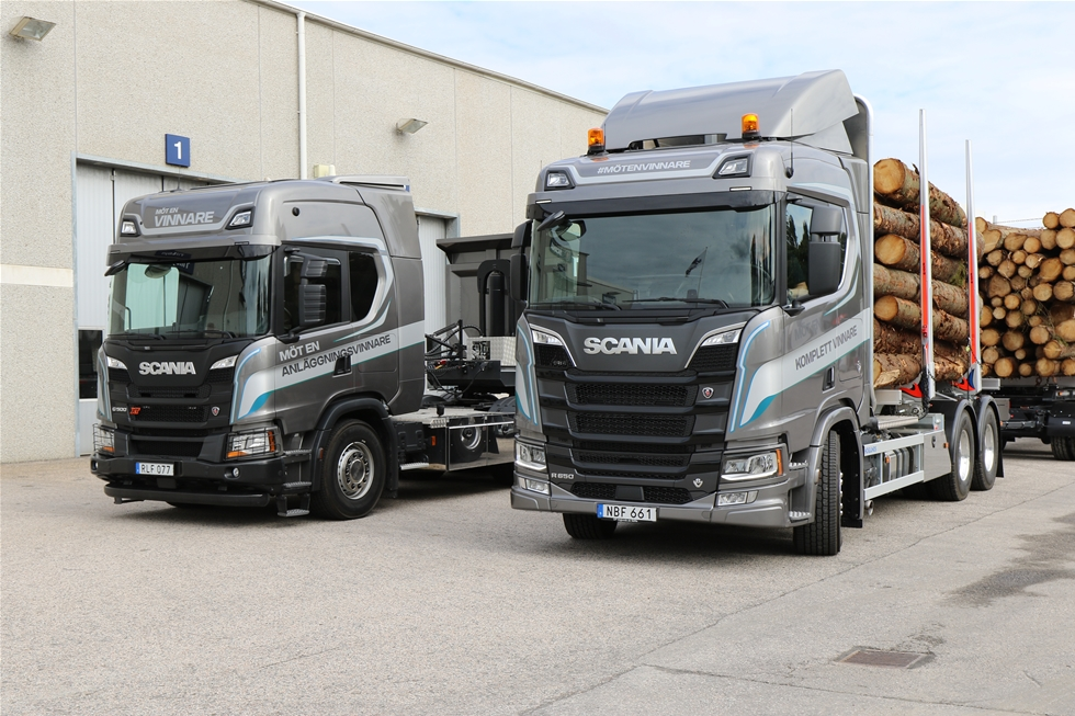 Sedan nära två månader har den pågått, Scanias stora turné runt Sverige, där 70 orter har fått besök av den stora lastbilskaraven. Bestående av tio fordon ur nya generationen Scania representerande alla behov och alla segment. -Alla får chansen att syna den nya generationen och hur den uppför sig på vägen, säger säger Niklas Engholm, chef för produkter och tjänster på Scania Sverige.