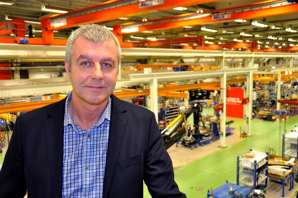 De stora aktörerna i Norrland har länge eftersökt en utbildning för speditörer, och nu går tretton elever den i Umeå. Folkuniversitetets YH-kurs har stort fokus på logistik, vilket ger en brett utbud av jobb efteråt. – Jag skulle vilja påstå att logistik är framtiden, för den som har koll på sin logistik kommer gå vinnande ur matchen, säger Krister Rosendahl på Komatsu Forest i Umeå.